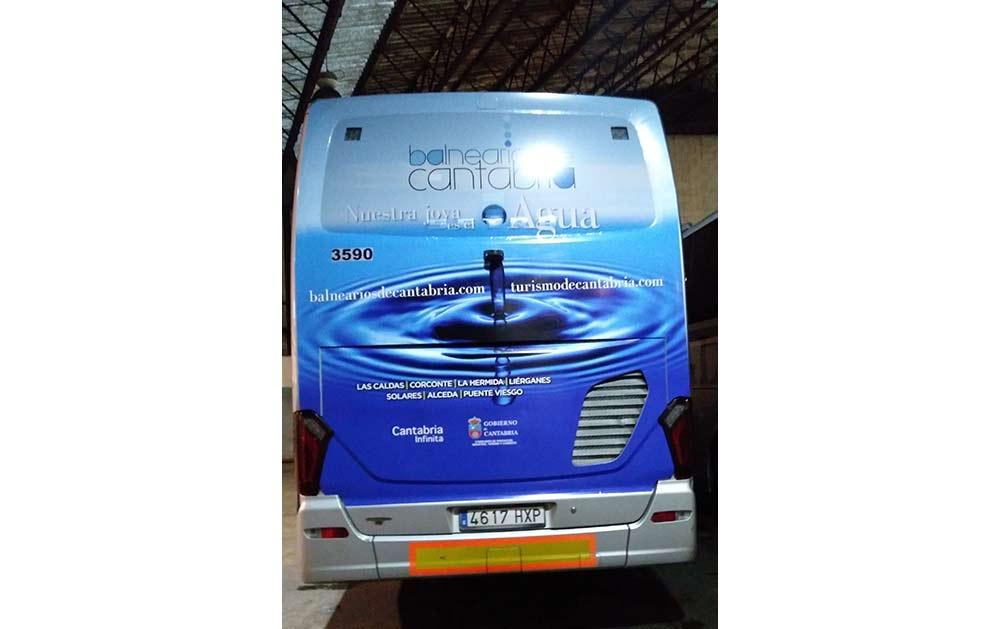 Bus con insercion publicitaria de Balnearios de Cantabria