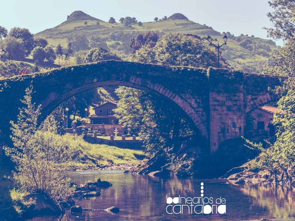 Vista del puente de Liérganes y sus montañas de fondo, parada obligatoria en tu visita a Cantabria